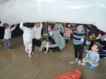 造形あそび教室 大きな風船を作って遊びました!
